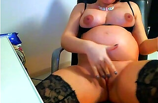Pregnant babe toys herself on webcam - 13:30