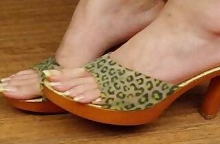 sexy toes, sexy feet, sexy long toenails - 2:33