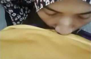 hijab girlfriend giving a blow asiansex.life - 2:23