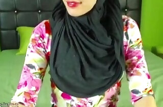Real Hijab Arab Egypt Masturbates Her Creamy Arabic Pussy On Webcam - 5:29