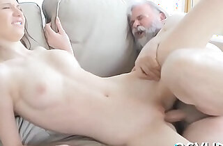 Old chap fucks her young pussy - 5:05