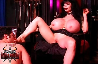 Mistress Rhiannon has a lucky slave - 31:01