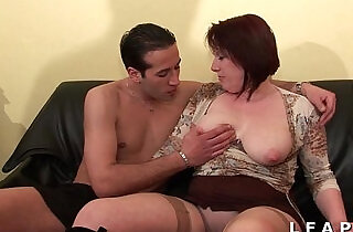 BBW Maman cougar deboitee fistee sodomisee DP facialisee pour son casting - 37:17