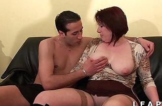 BBW Maman cougar deboitee fistee sodomisee DP facialisee pour son casting - 37:17
