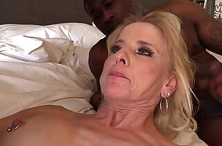 Mature MILF creampied by BBC - 7:20